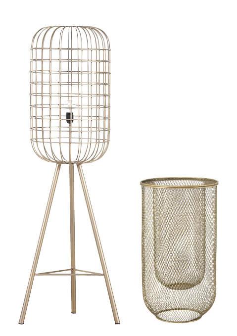 Goldenes Deko-Accessoire und goldene Steh-Lampe