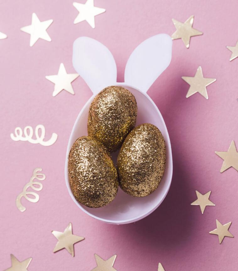 3 goldene Eier in Osterbecher