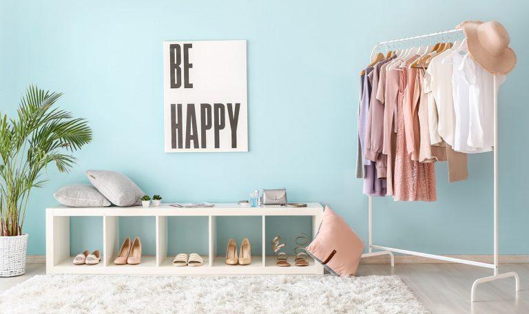 Ankleidezimmer und hellen Farbtönen