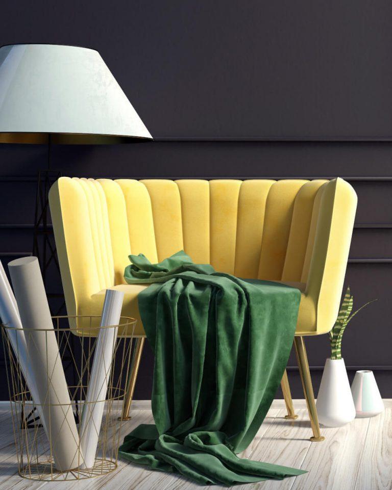 Gelber Sessel mit grüner Decke