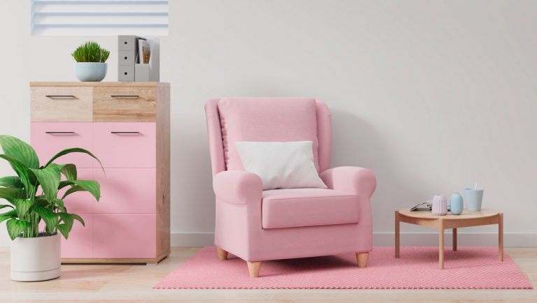 rosaner Sessel auf rosa-pinkem-Teppich