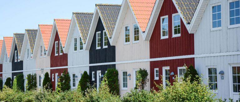 Bunte Ferienhäuser in Dänemark