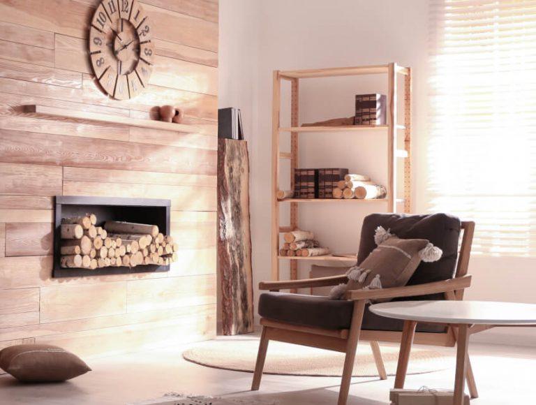 Einrichtung und Wand in Holz