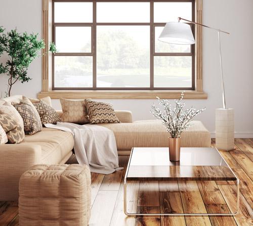 Wohnraum in Beige, Creme und Holz
