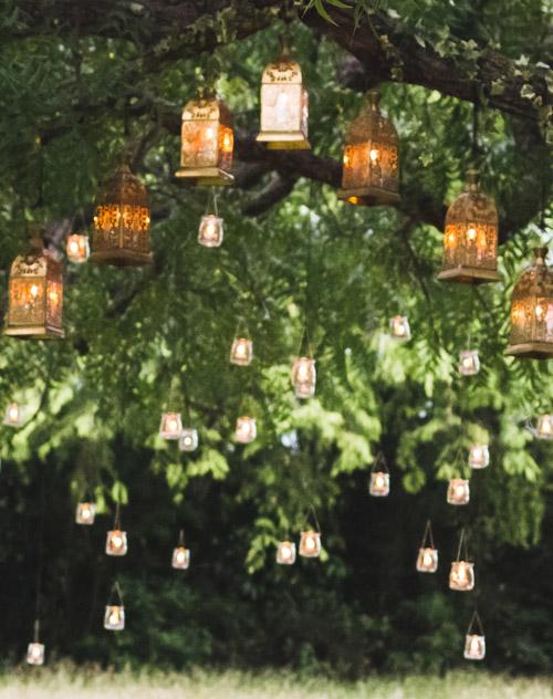 Laternen hängend am Baum