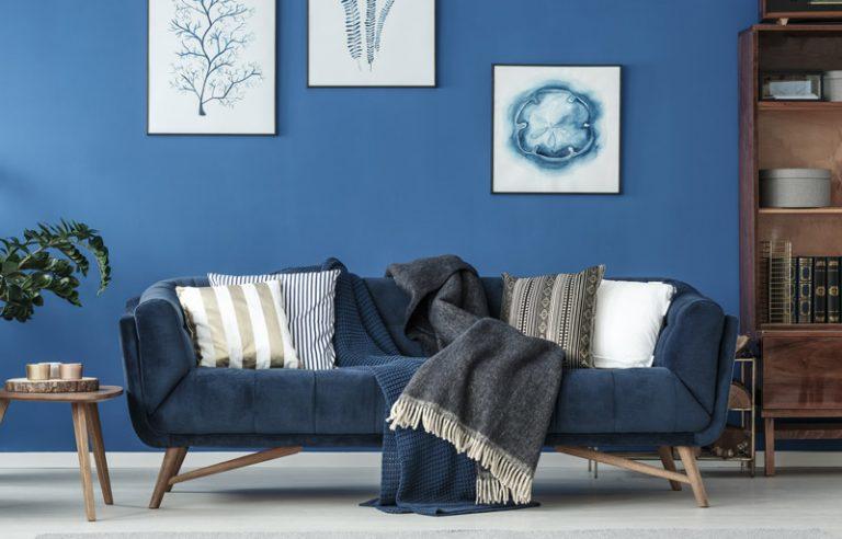 Wohnzimmer einrichten in malerischem blau